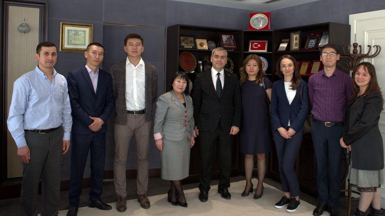 kirgiz-cumhuriyeti-saglik-bakanligi-ilac-ve-tibbi-cihazlar-temin-departmani-teknik-ekibine-titck-da-egitim-verildi-26042019111243